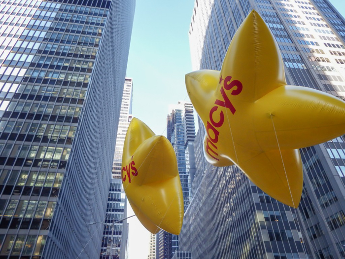 Do This, Not That // Macy's Thanksgiving Day Parade | Star balloons at the Macy's Thanksgiving Day Parade in New York City