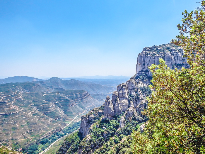 Day trip to Montserrat | 4 days in Barcelona, Spain, Catalonia | Things to do in Barcelona | What to do in Barcelona | Catholic monastery | Catalunya | 1 day in Montserrat | Serrated Mountains