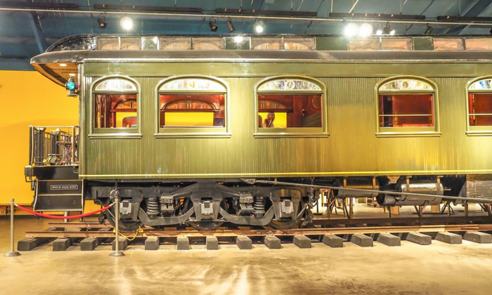 How creepy is the Ringling Brothers Circus Museum   Sarasota, Florida   Barnum and Bailey Circus   Greatest Show on Earth   The Greatest Showman   Circus history   Clowns   train car