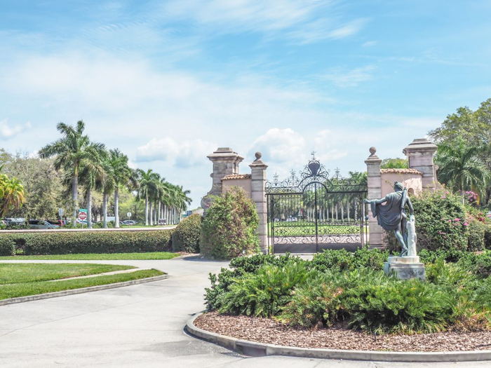The Ringling // Getting My Italy Fix in Florida | Ringling | Ringling art museum and sculpture garden | Sarasota, Florida | gate