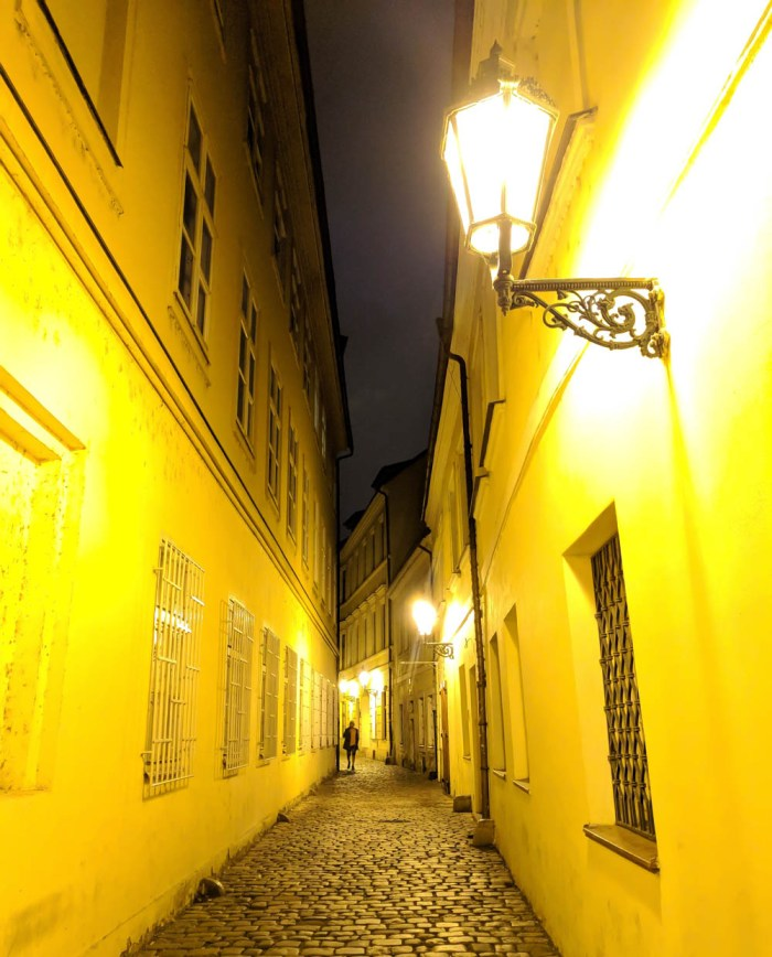 deserted Prague alleyway | How to NOT guide for getting robbed abroad | What to do before, during, and after getting robbed abroad. Pickpocketing in Europe, travel insurance, etc. #traveltips #europe