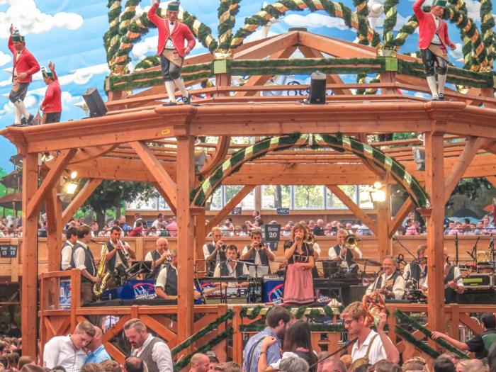 My Wanderlusty Oktoberfest Recap | What it's like at Oktoberfest in Munich, Germany | What it's like to travel to Oktoberfest with Thirsty Swagman | Oktoberfest beer tents | Oktoberfest food and beer | What to wear to Oktoberfest | Oktoberfirsts | Hacker-Pschorr Festzelt | Hacker-Pschorr Tent | band
