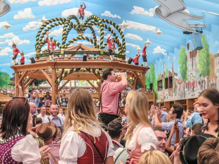 My Wanderlusty Oktoberfest Recap | What it's like at Oktoberfest in Munich, Germany | What it's like to travel to Oktoberfest with Thirsty Swagman | Oktoberfest beer tents | Oktoberfest food and beer | What to wear to Oktoberfest | Oktoberfirsts | Beer chugging