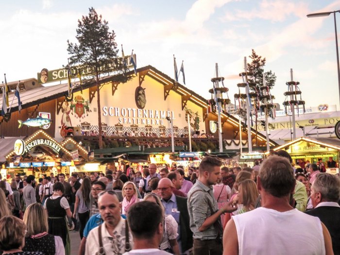 My Wanderlusty Oktoberfest Recap | What it's like at Oktoberfest in Munich, Germany | What it's like to travel to Oktoberfest with Thirsty Swagman | Oktoberfest beer tents | Oktoberfest food and beer | What to wear to Oktoberfest | Oktoberfirsts | Hacker-Pschorr Festzelt | Schottenhamel tent