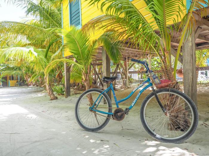 3 days in caye caulker, belize // bike, colinda cabanas