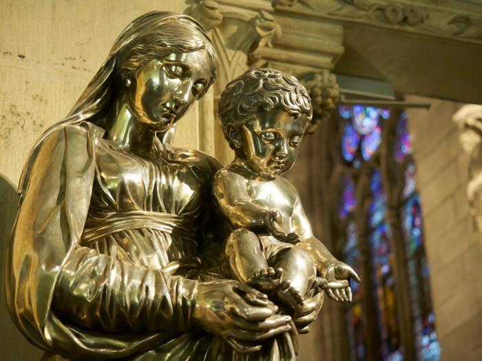 3 days in Paris, France | Paris Museum Pass | Paris Passlib' | Paris Visite | Notre Dame Cathedral | Treasury gold statue