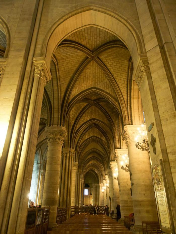 3 days in Paris, France | Paris Museum Pass | Paris Passlib' | Paris Visite | Notre Dame Cathedral | columns
