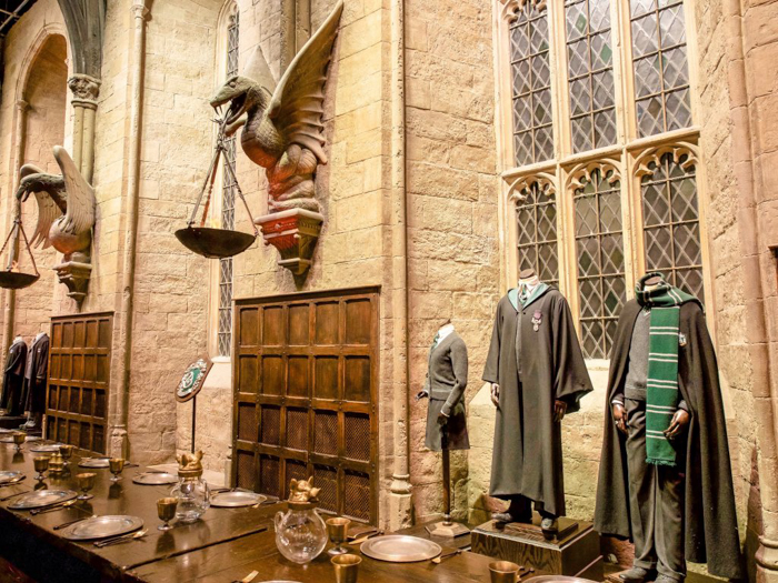 Do This, Not That // Harry Potter Studio Tour | Leavesden, London, UK | Harry Potter film studio and set | Things to do in London | What to do in London | What to see in London | great hall, slytherin