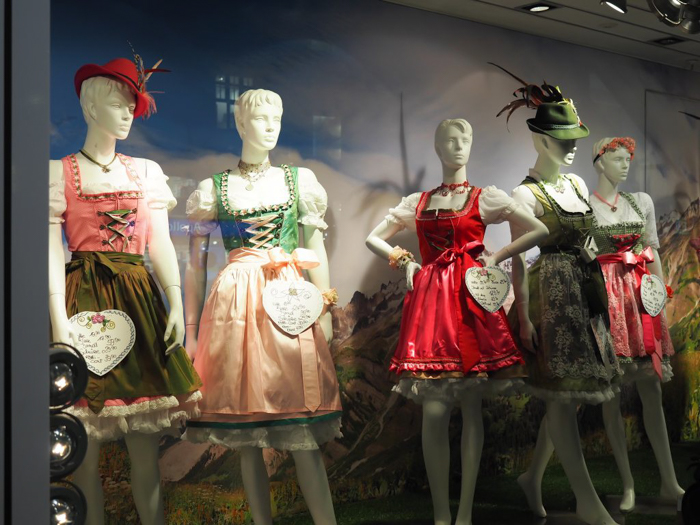 Where to buy | How to Dress for Oktoberfest | what to wear | Munich, Germany | dirndl | lederhosen | trachten | beer festival | tents | costume |