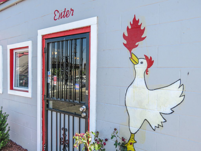 An exploration of Nashville Hot Chicken | Bolton's Spicy Chicken and Fish | Nashville, Tennessee | chicken and waffles, chicken tenders, spicy fried chicken | Southern cuisine | Soul food | outside of the building artwork