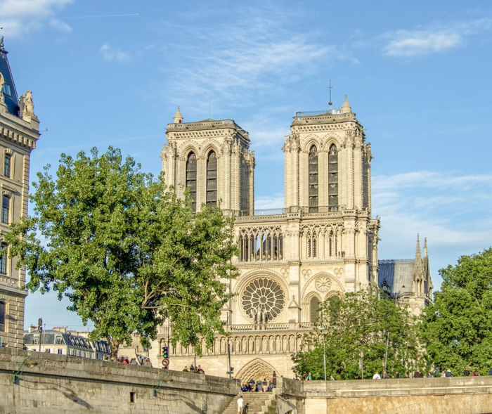 When is the best time to visit Paris, France? Here is a summer vs. winter showdown. Hotel and airfare costs and room availability | Crowds and lines at popular museums, monuments, and attractions | Weather conditions | the Louvre, Eiffel Tower, Arc de Triomphe, Giverny, Versailles, and Notre Dame Cathedral