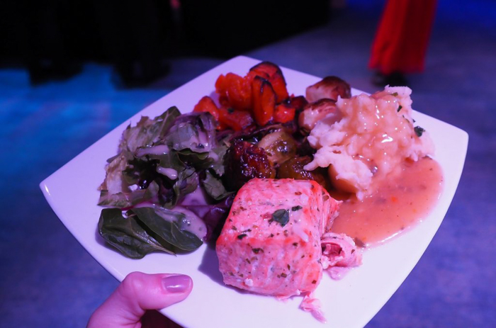 My NYC Thanksgiving Dinner Cruise Experience | Hornblower Cruises | New York City, Manhattan | Yams on a Yacht | Thanksgiving in New York City | Food plate