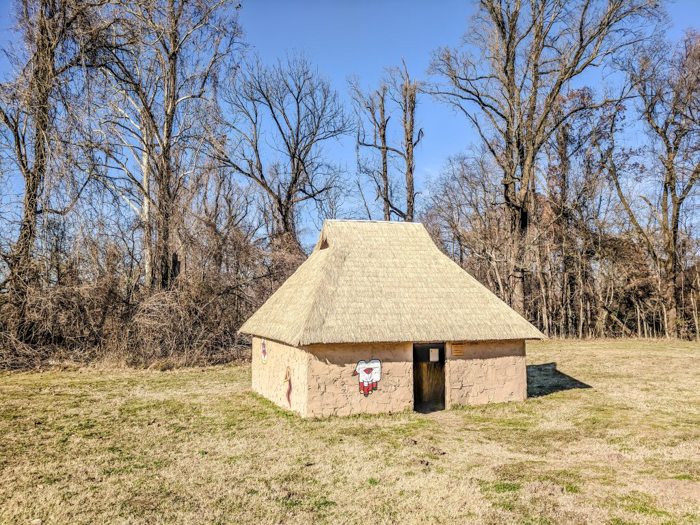 9 Reasons You Should Visit Chucalissa Indian Village | Memphis, Tennessee | West Tennessee Historic Landmark | History museum | Native American, American Indian historical site | Chickasaw, Choctaw, Cherokee, Quapaw, Mississippian culture | Earthen Mound complex | house