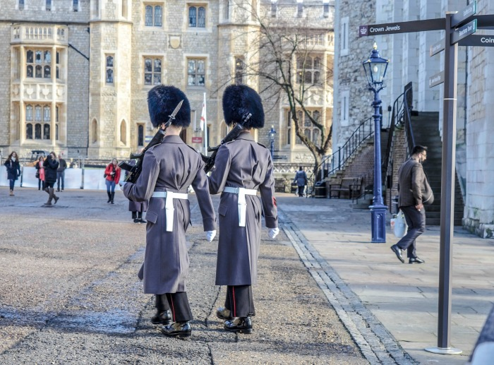 The Best 5-day London Itinerary for First-Time Visitors | London, England, United Kingdom | Tower of London, guards of the crown jewels