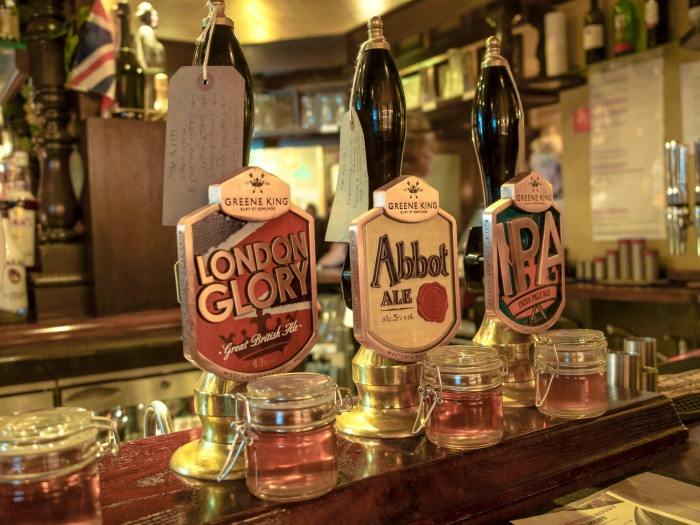 The Best 5-day London Itinerary for First-Time Visitors | London, England, United Kingdom | Beers at Sherlock Holmes pub