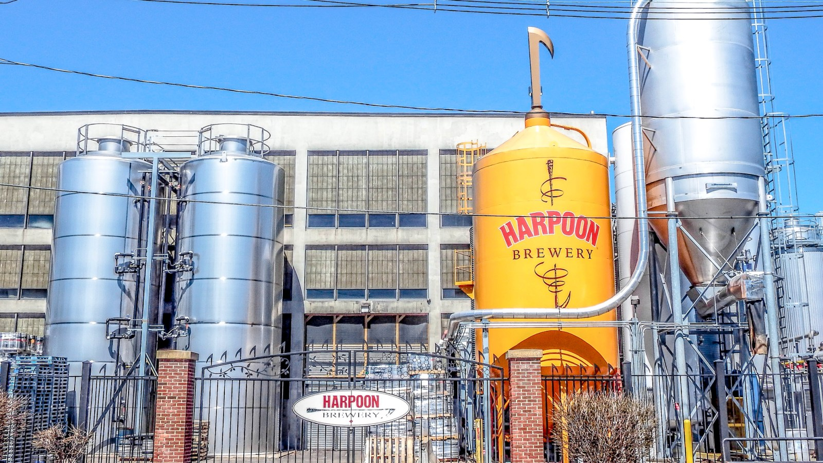 All you need to know for your trip to Boston's Harpoon Brewery. Enjoy a fast and furious beer tasting, learn beer things, and stuff your face with freaking delicious soft pretzels.