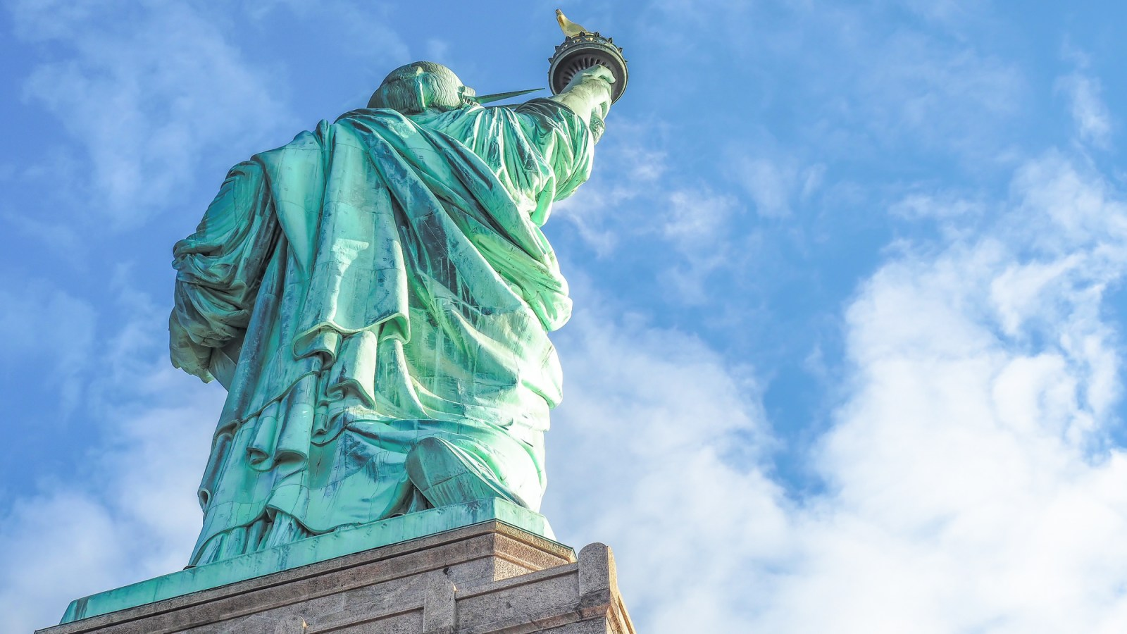 Do This, Not That // Visiting the Statue of Liberty | Dos and don'ts (and other helpful tips) for visiting the Statue of Liberty in New York City, USA.