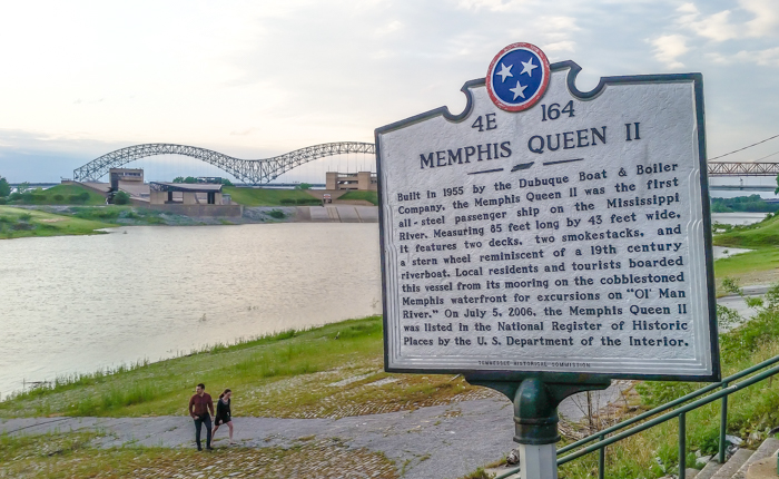 200 things to do in Memphis, Tennessee for first-time visitors - a local's guide   Memphis Queen Riverboat #memphis #riverboat #traveltips