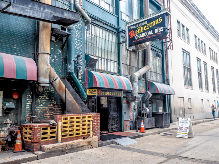 200 things to do in Memphis, Tennessee for first-time visitors - a local's guide | Charlie Vergos Rendezvous #memphis #traveltips #rendezvous #bbq