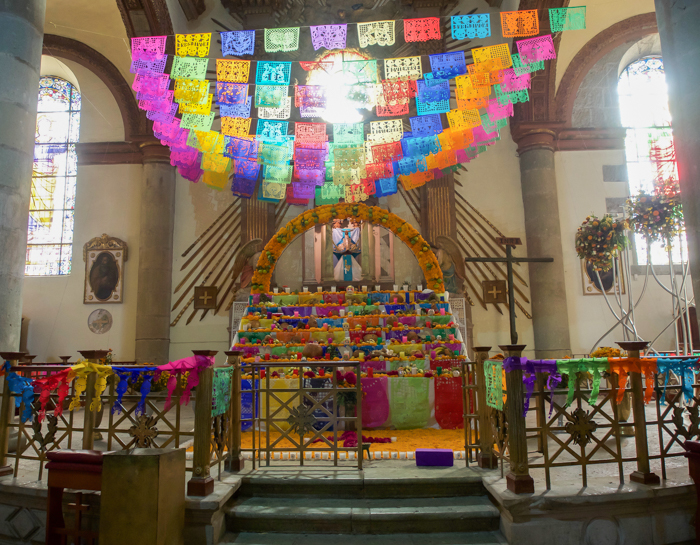 Do This, Not That // Celebrating Day of the Dead in Mexico for First-Timers | Día de los Muertos, what to wear for day of the dead, where to experience day of the dead in mexico, cultural significance, traditions, dos and don'ts, tips | skull decorations in Oaxaca
