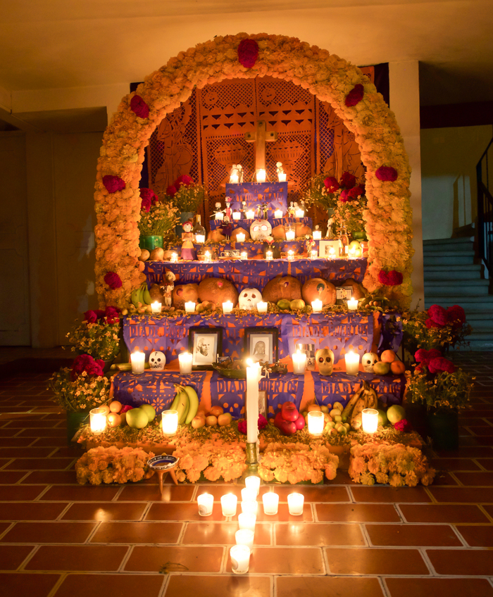Do This, Not That // Celebrating Day of the Dead in Mexico for First-Timers | Día de los Muertos, what to wear for day of the dead, where to experience day of the dead in mexico, cultural significance, traditions, dos and don'ts, tips | ofrenda in Oaxaca