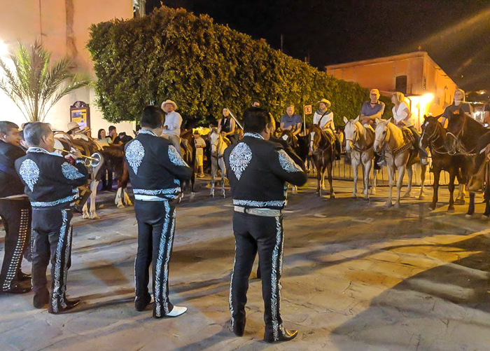 2 days in San Miguel de Allende travel tips | mariachi and horses #sanmigueldeallende #mexico #traveltips #timebudgettravel #sanmiguel #mariachi