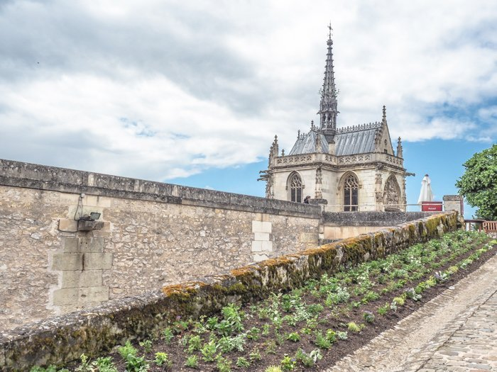 7 France-tastic Things to Do in the Loire Valley | #traveltips #loirevalley #france #daytrips | Amboise and Chapel Saint Hubert, Leonardo da Vinci's grave #amboise #loireriver #closluce #leonardodavinci