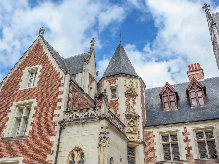 7 France-tastic Things to Do in the Loire Valley | #traveltips #loirevalley #france #daytrips | Amboise and Clos Lucé #amboise #loireriver #closluce #leonardodavinci