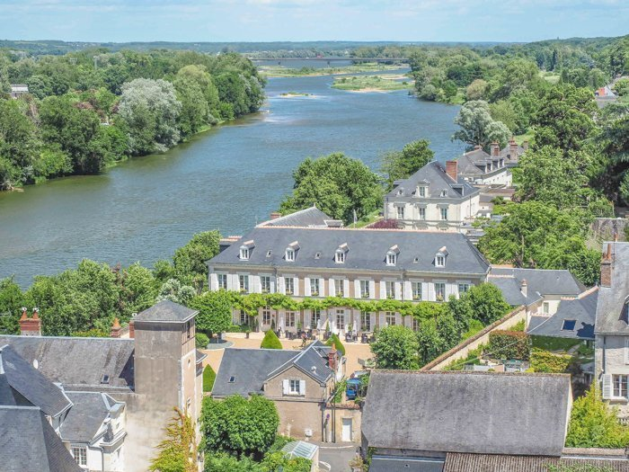 7 France-tastic Things to Do in the Loire Valley | #traveltips #loirevalley #france #daytrips | Amboise and the Loire River #amboise #loireriver