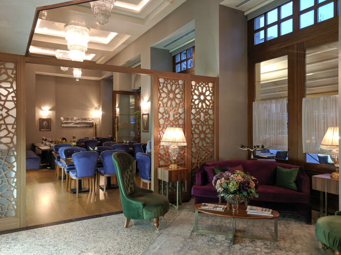 lobby, Where to Stay in Istanbul, Turkey: Hotel Momento Golden Horn in Beyoglu / Karakoy. #istanbul #turkey #goldenhorn #wheretostay #hotelreview #hotelmomento #traveltips