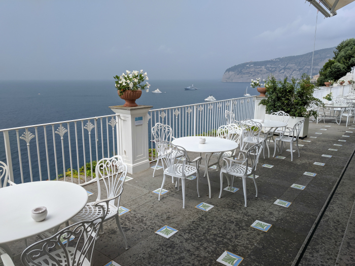 5 days in Sorrento, Italy + the Amalfi Coast | Where to stay in Sorrento, Grand Hotel Riviera #sorrento #italy #naples #grandhotelriviera