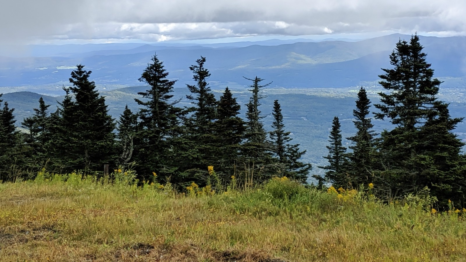 11 Ways to Fill Your Days During a Weekend in Vermont   Craft beer, farmers market, bed and breakfast hiking in the mountains, von trapp family lodge, shopping, history, etc. #vermont #newengland