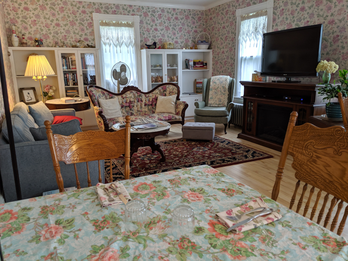 11 Ways to Fill Your Days During a Weekend in Vermont | Living room at the Richmond Victorian Inn bed and breakfast outside Burlington, VT #vermont #burlington #bedandbreakfast #newengland