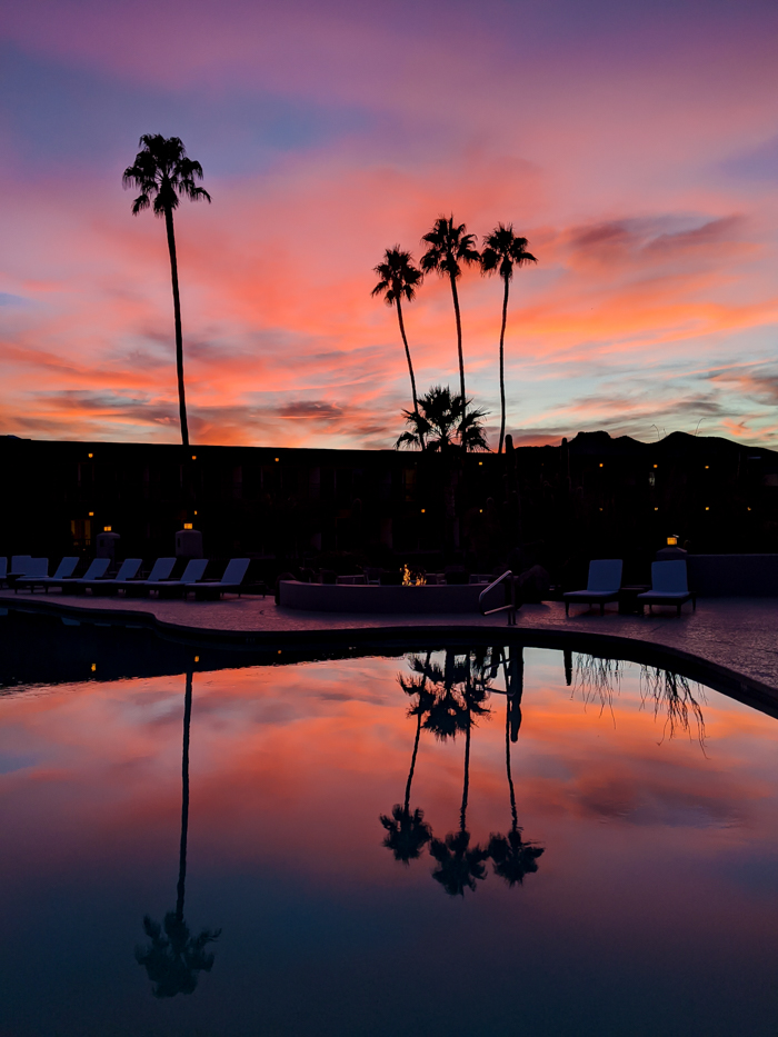 Desert sunsest / Offseason Arizona: 8 Reasons to Visit Scottsdale in the Winter / Scottsdale, Arizona / #scottsdale #arizona #wintertravel #sunset