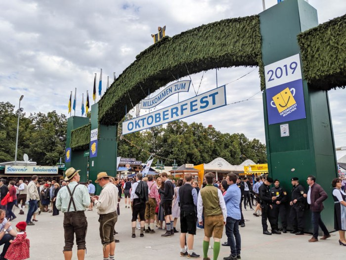 How to decorate for an Oktoberfest party at home: outside entrance