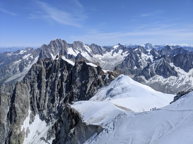 Aiguille du Midi summer visitor's guide in Chamonix, France / How much does it cost, how long does it take, and Aiguille du Midi summer visiting tips #aiguilledumidi #chamonix #alps #frenchalps #montblanc