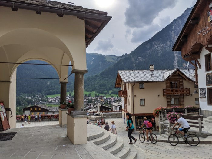 Day trip to Courmayeur, Italy from Chamonix, France / where is courmayeur, italy