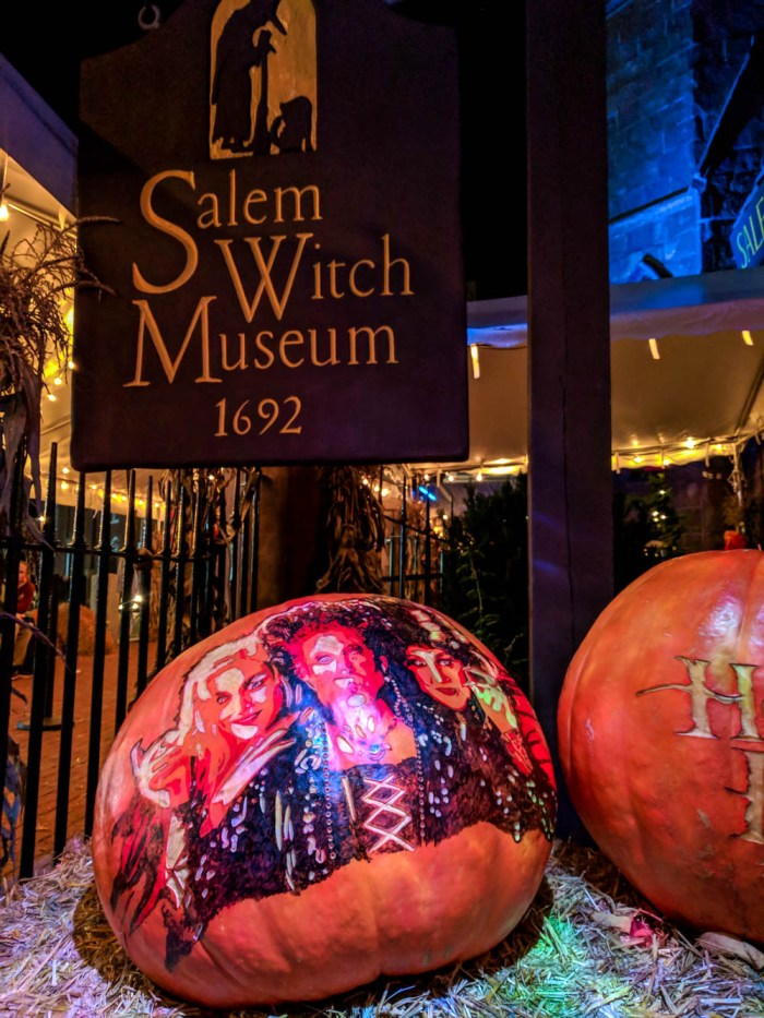 7 creepy Hocus Pocus filming locations you can visit in Salem, Massachusetts, Halloween in Salem, Hocus Pocus movie locations | Witch pumpkins outside the Salem Witch Museum