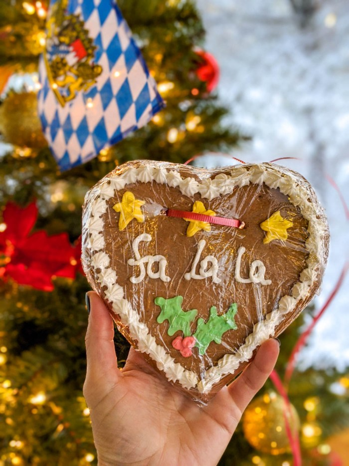 German Christmas market foods and drinks you can enjoy at home (with recipes) | lebkuchenherzen, gingerbread heart cookies
