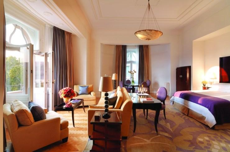 47057-root-park-suite-main-bedroom
