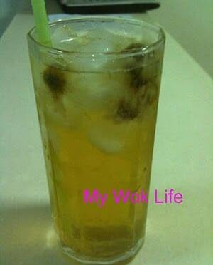 Iced Chrysanthemum and Ginseng Herbal Tea (洋参菊花茶)