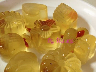 Chrysanthemum & Wolfberry Konnyaku Jelly with Bird Nest