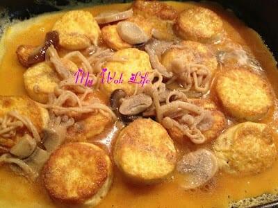 Hotplate Tofu with Mushroom on Egg Bed (铁板豆腐)