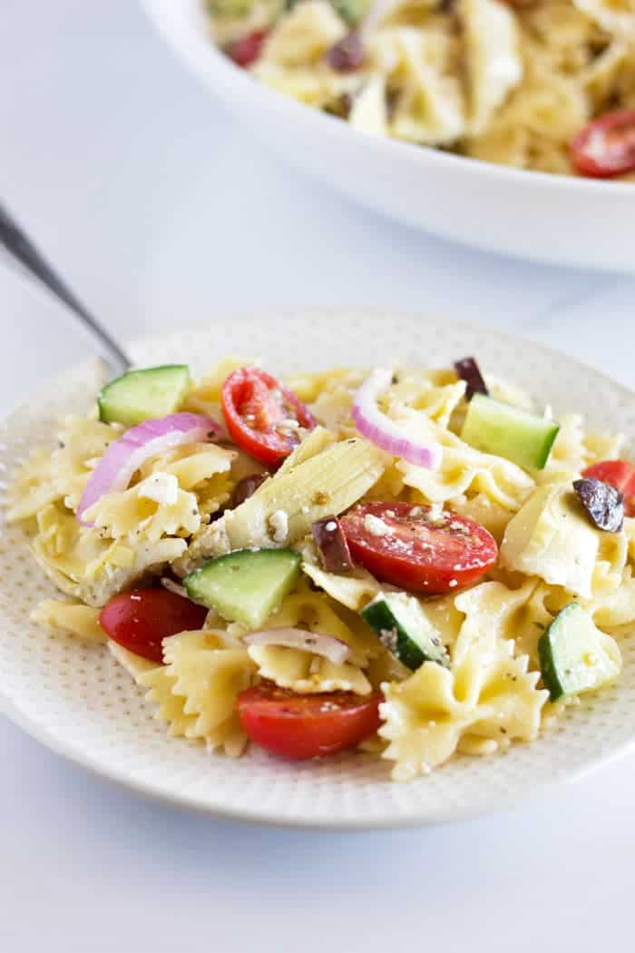 This Easy Greek Pasta Salad is the best side dish for your summertime BBQ festivities