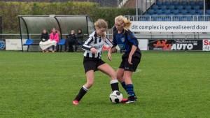 Uiteraard zal ook captain Iris Heijboer met 'haar' MB1 actief zijn op het toernooi. Hier in actie tijdens het oefenduel van 9 januari.