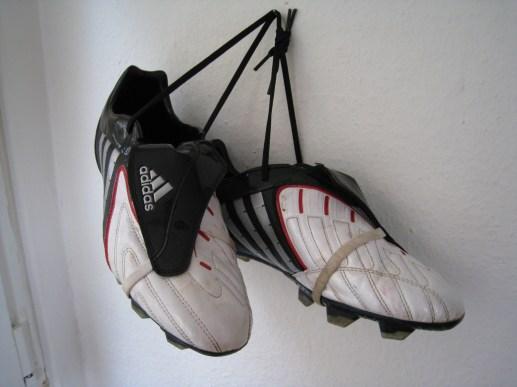 Dei Fussballschuhe hängen am Nagel!