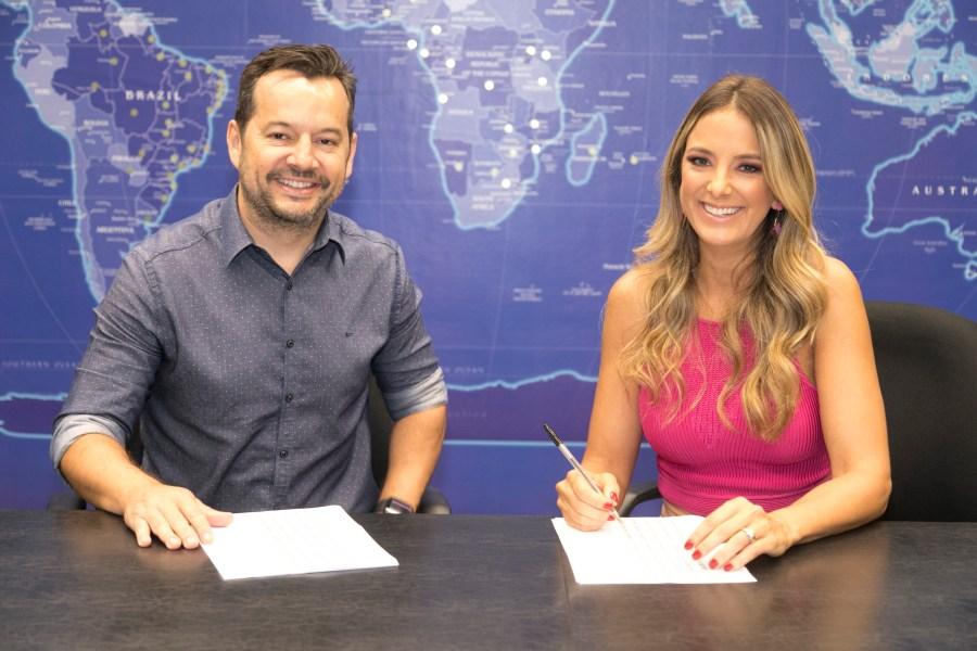 Ticiane Pinheiro e o superintendente artístico e de programação da Record TV, Paulo Franco.