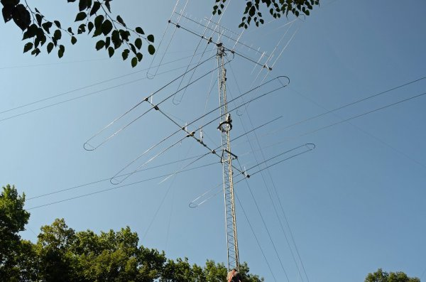 Antenna Projects - Removing Lower SteppIR Yagi From Tower