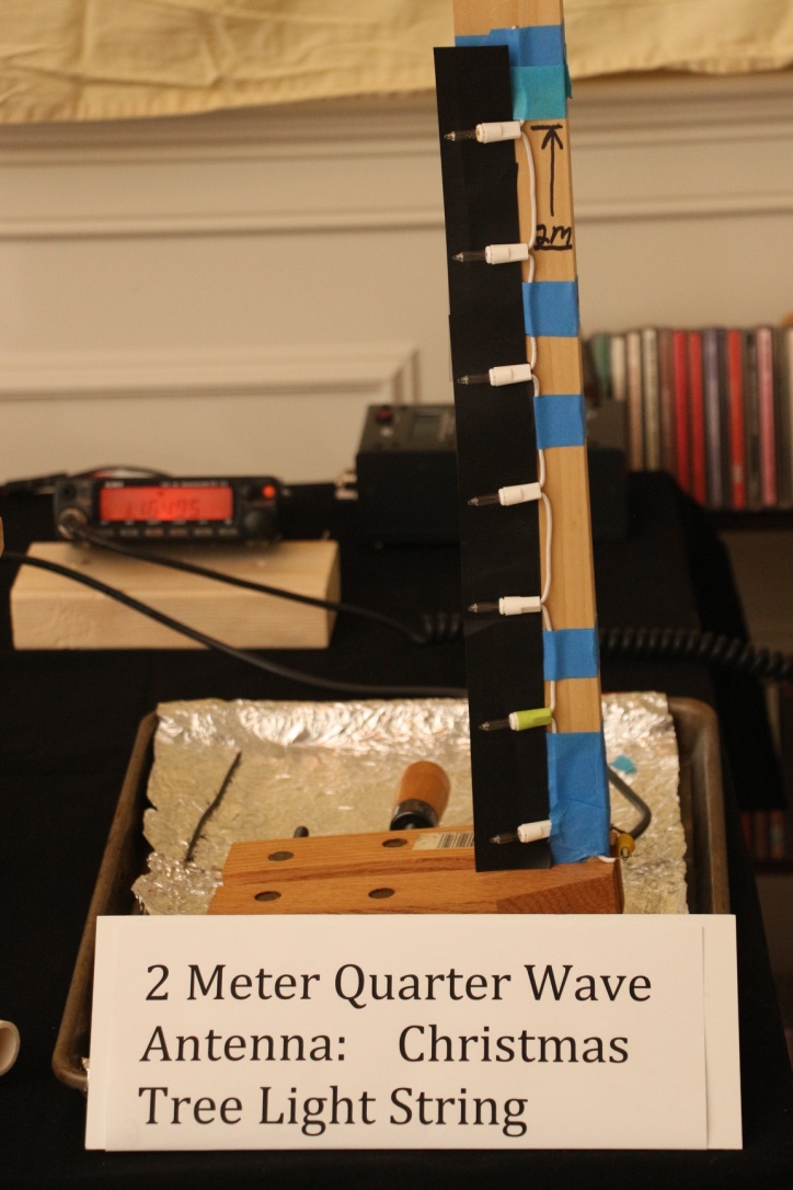 1/4 Wave Vertical. Note the 7 spaced lamps.
