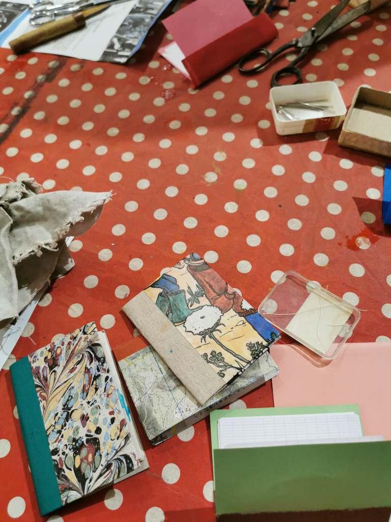 Atelier Restauration de livres - atelier parent-enfant - reliurexxi - papiers marbrés
